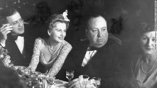 Joan Fontaine, sitting with David O. Selznick, Alfred Hitchcock and Alma Hitchcock at the 1941 ceremony, starred in