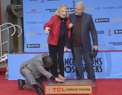 Gena Rowlands makes her mark with the help of her son Nick Cassavetes (right).