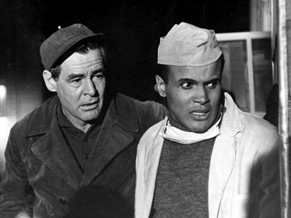 Earl (Robert Ryan) instantly feels threatened by smart and polished Johnny (Harry Belafonte).